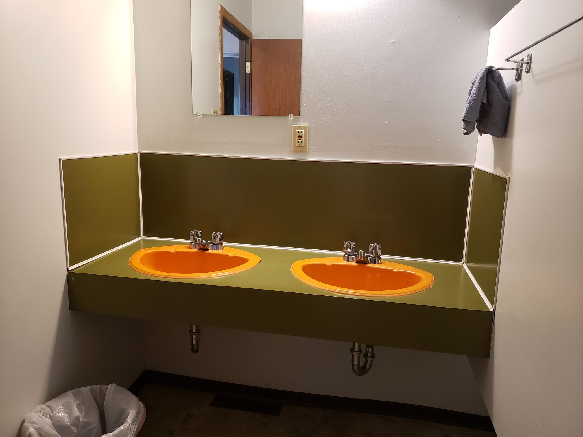 Badger Cabin-Bathroom-Trappers Point Camp-Sturgeon Lake-Savant Lake-Ontario